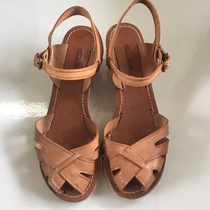 Vintage 70's Thom McAn tan wedge sandal size 8